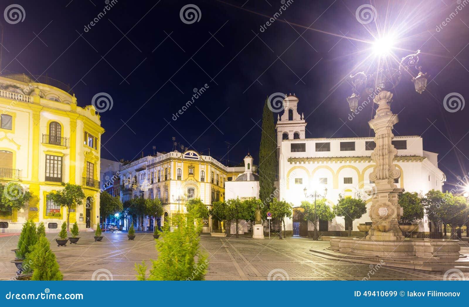 Download De Los Reyes Plaza De La Virgen In Der Nacht Sevilla Stockbild - Bild von europa, outdoor: 49410699