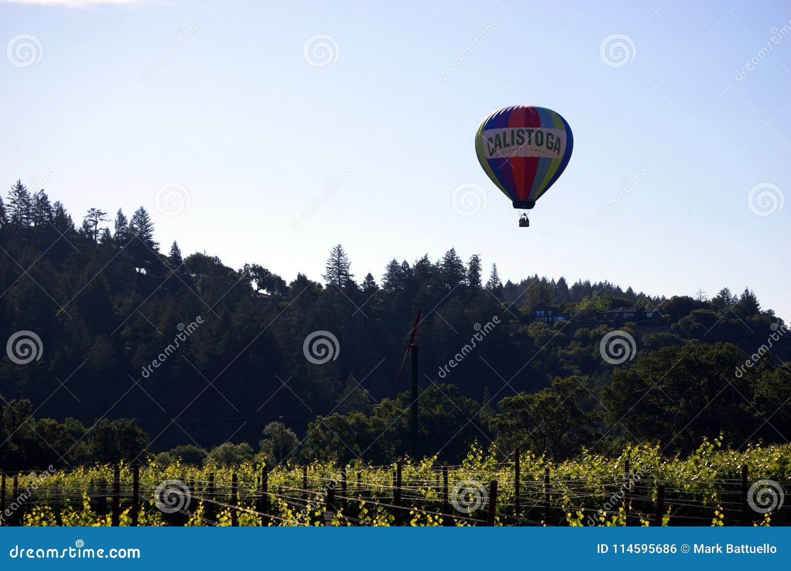 De Luchtballon van Napavalleyhot met Calistoga op de Ballon over Wijngaard wordt geschreven die