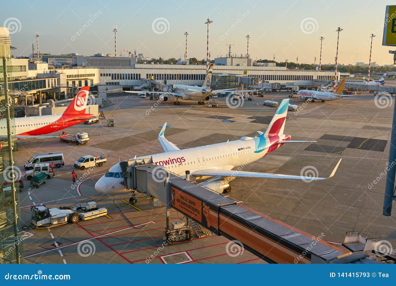 De Luchthaven van Dusseldorf