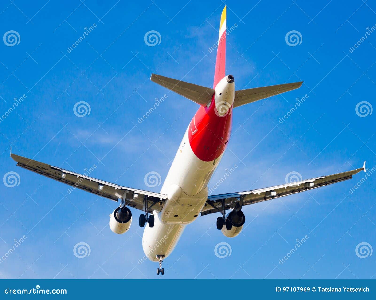 De Luchtvaartlijnenvliegtuig van IBERIA het landen