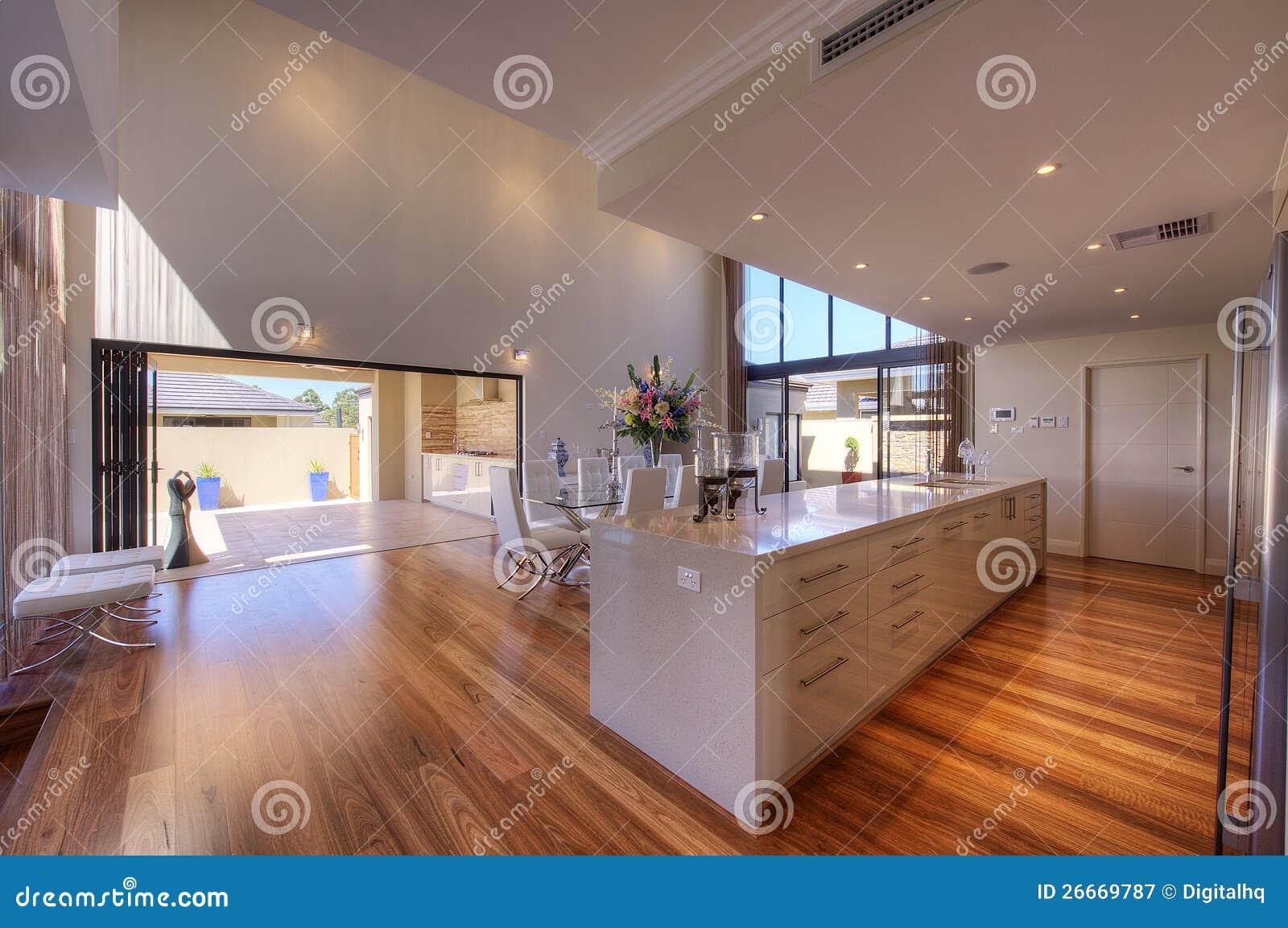 De luxueuze moderne keuken van het kombuis van het open plan royalty vrije stock fotografie - Kombuis keuken ...