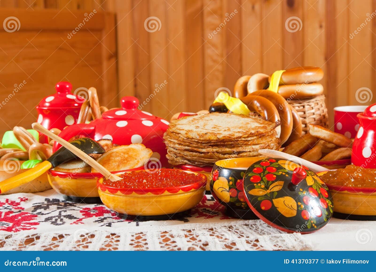 De maaltijd van het Maslenitsafestival