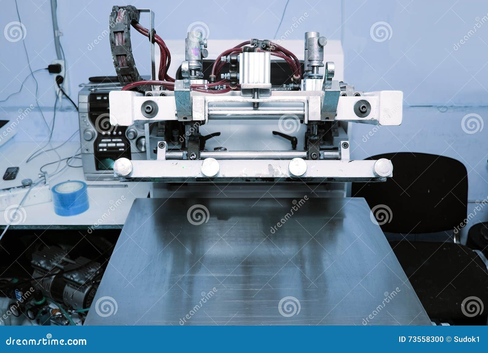 De machine van de het schermdruk in de drukworkshop