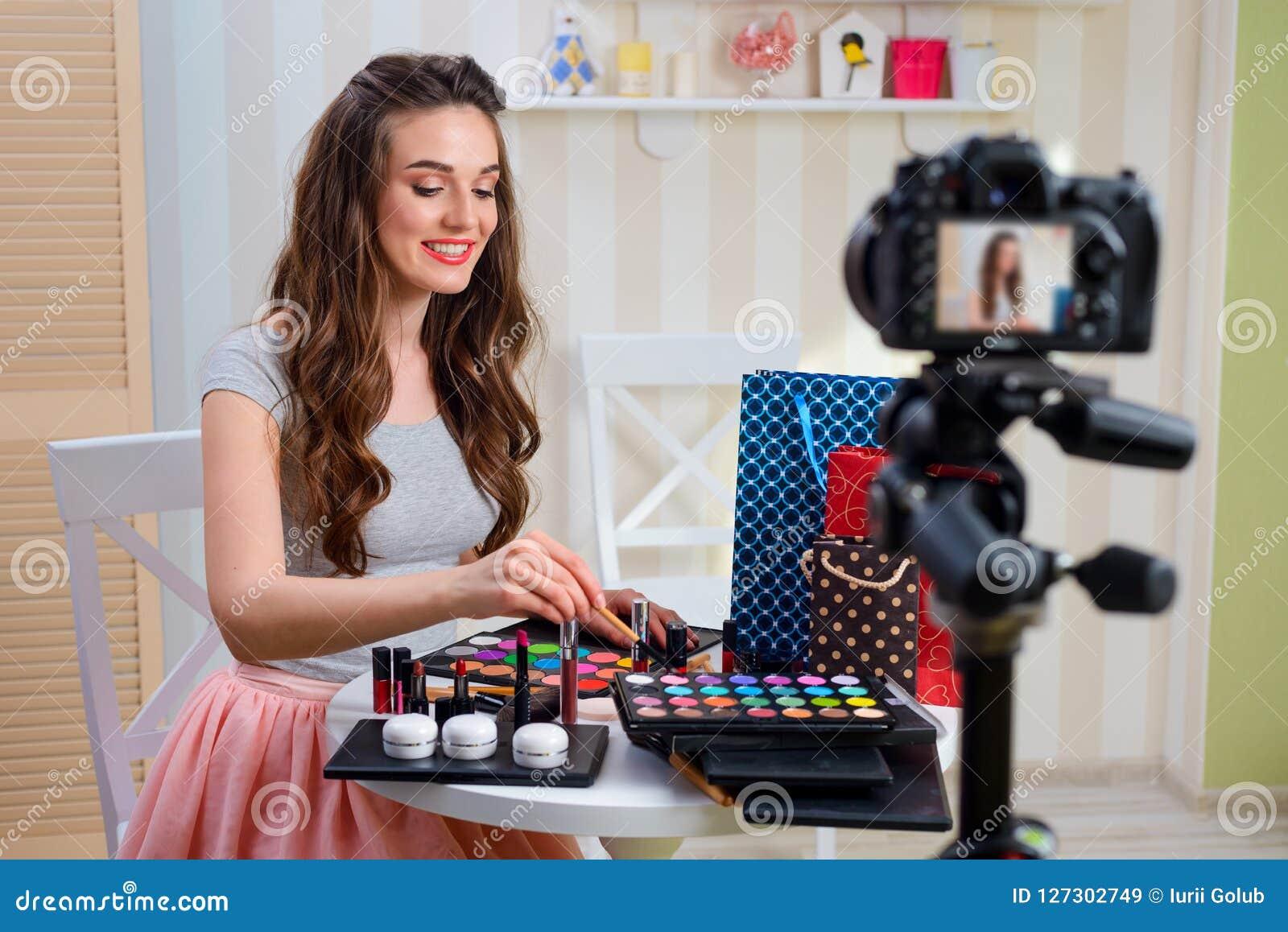 De make-upleerprogramma van de schoonheids blogger opname
