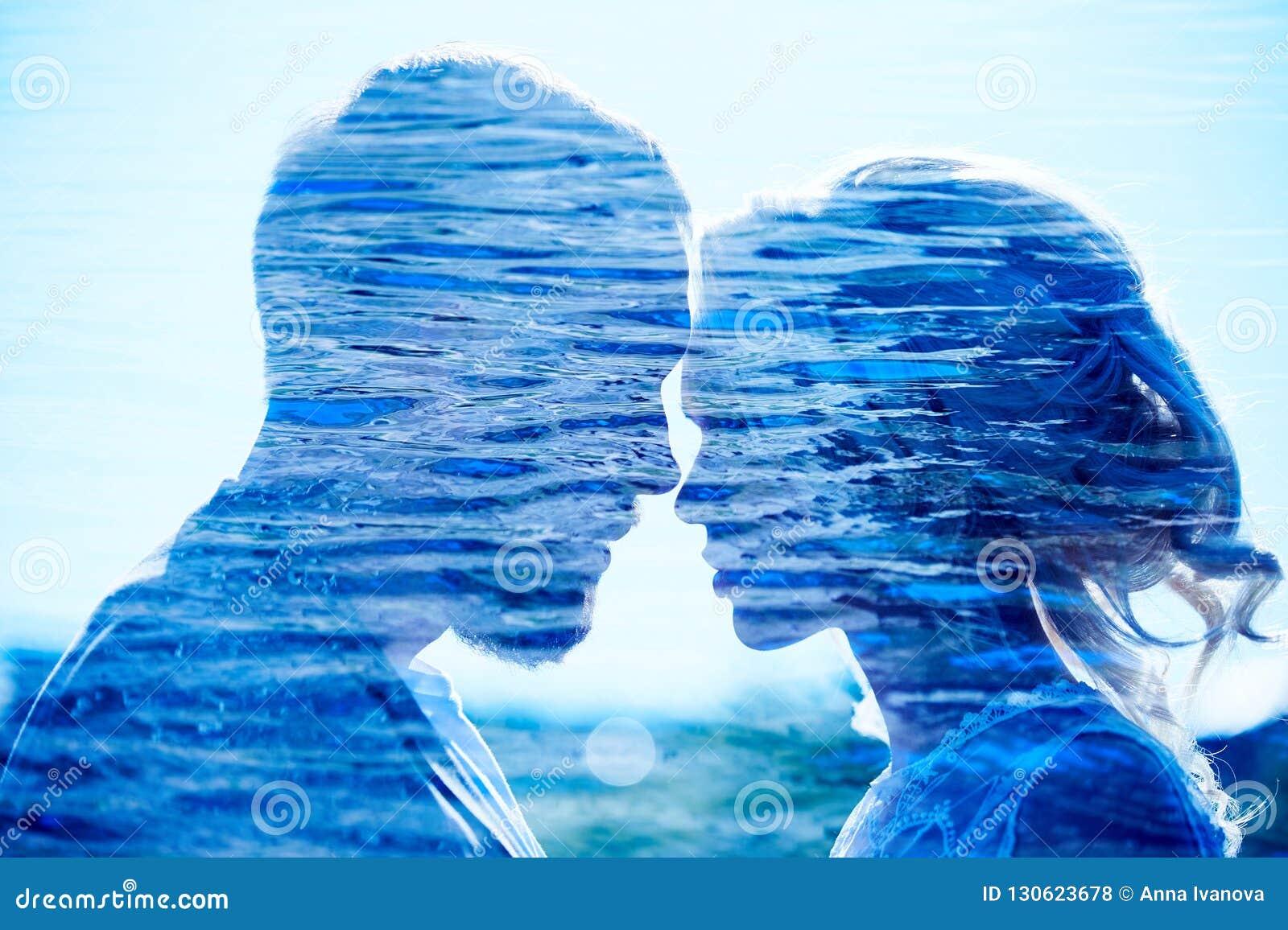 De man en de vrouw houden van en omhelzingen, dichte verhouding en liefde, de perfecte foto van de paar dubbele blootstelling Paa