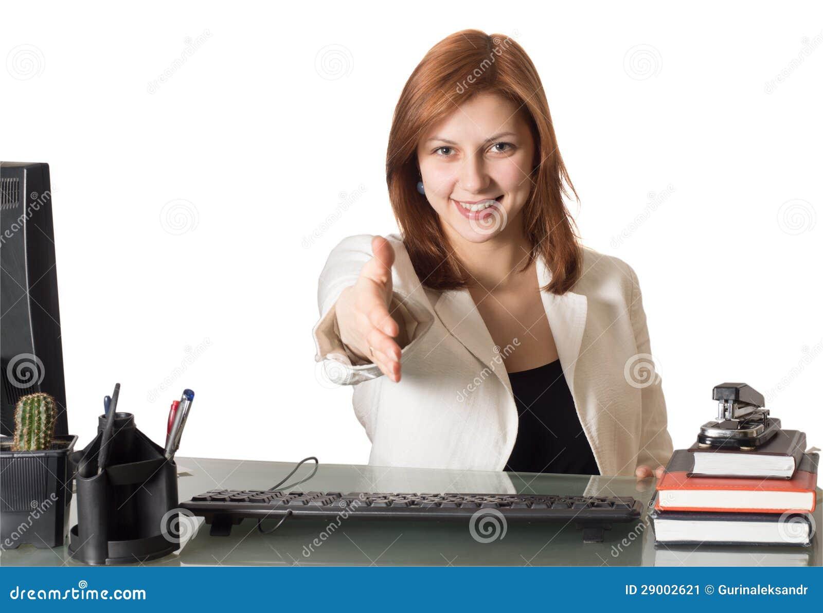De manager van de vrouw bereikt uit voor handdruk