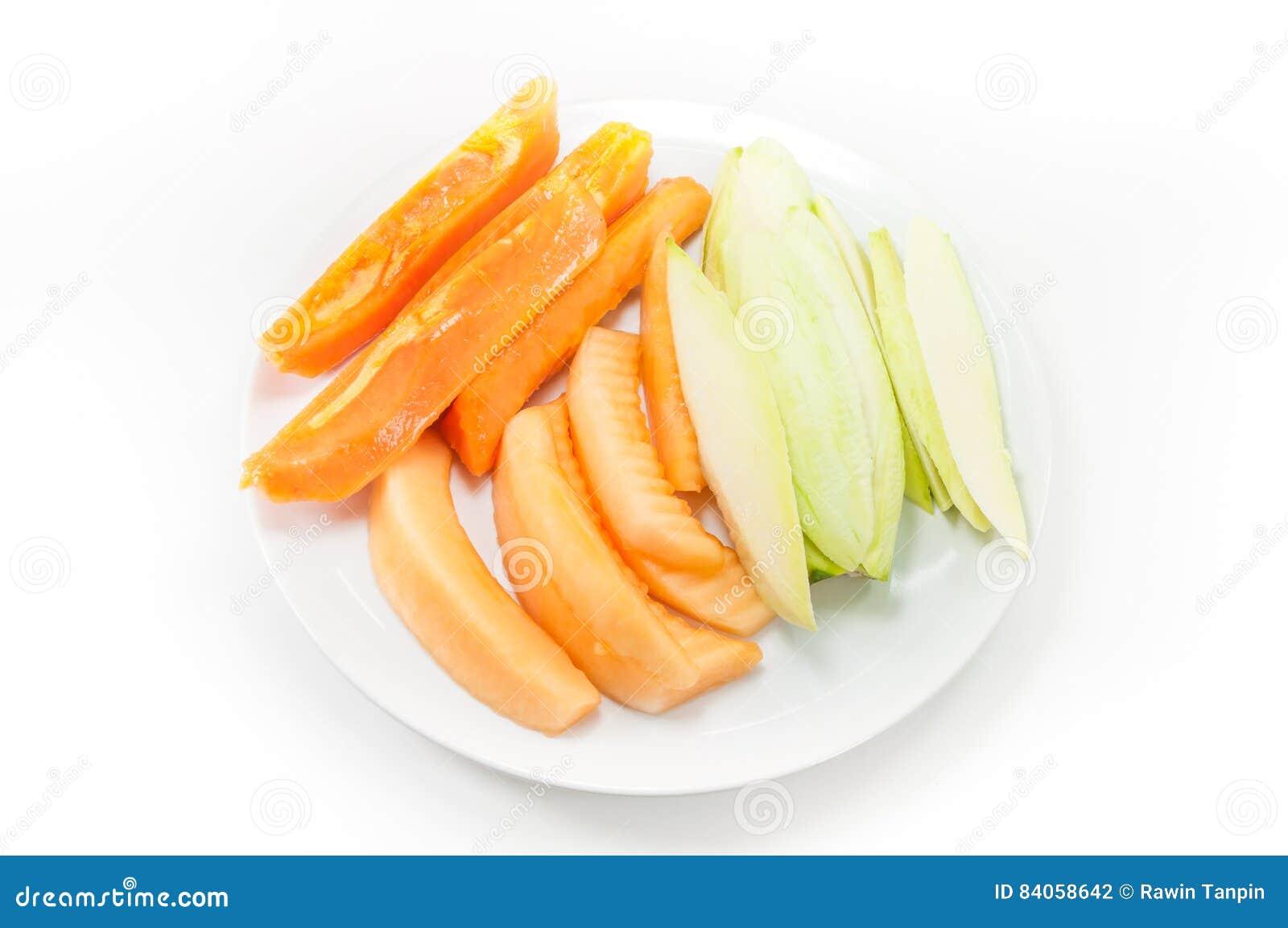 De mango en de kantaloep van de fruitpapaja op schotel op wit