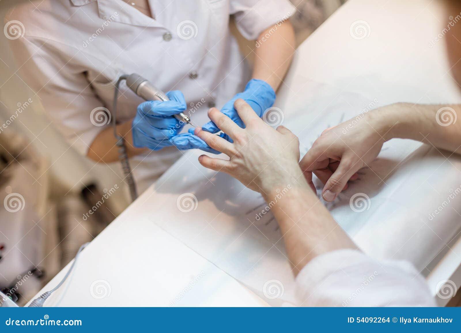 De manicure van mensen