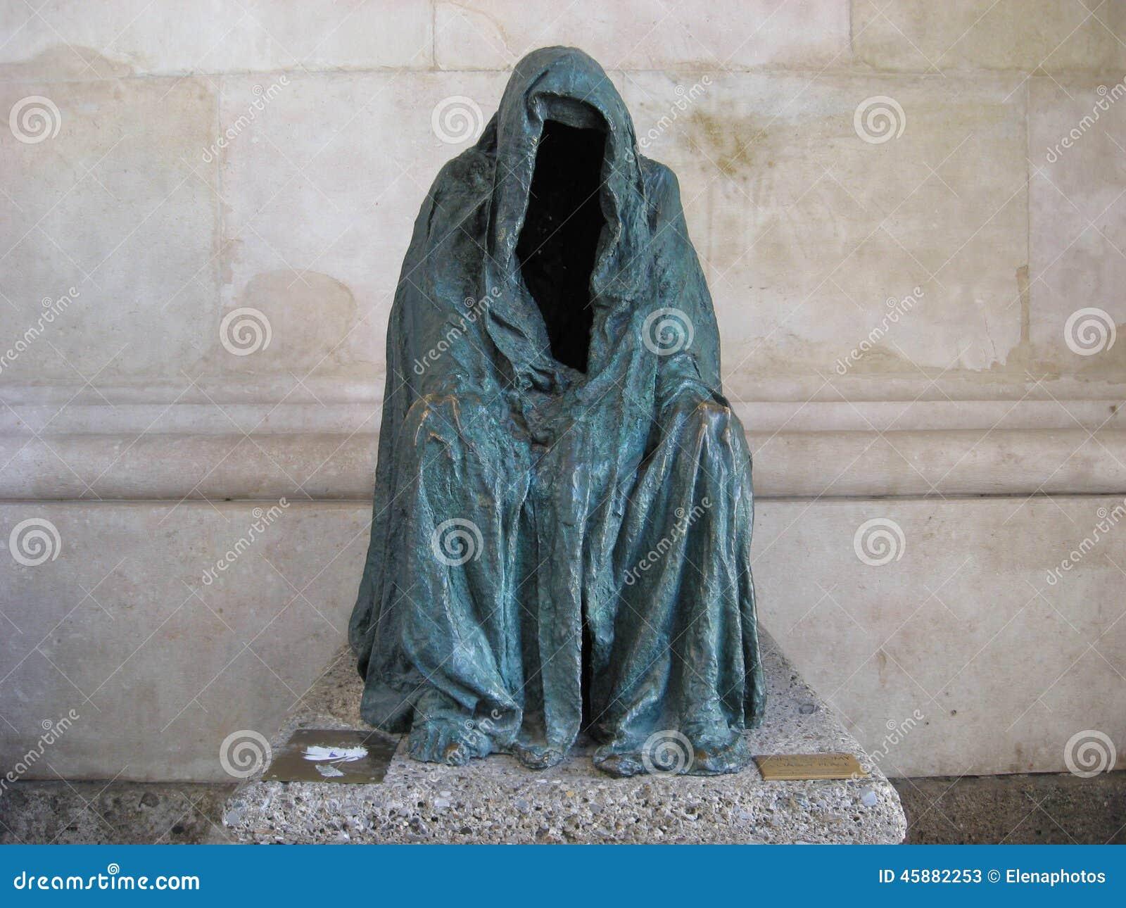 De Mantel van Geweten, Piétàof Commendatore, lege die laag door Anna Chromy wordt gemaakt
