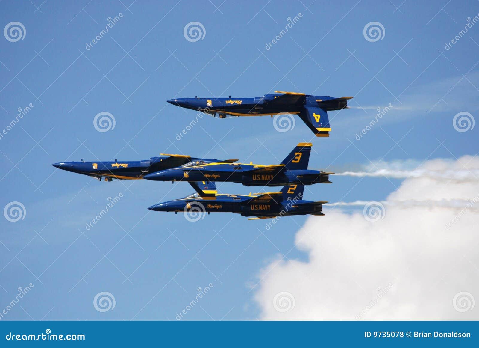De Marineblauwe Engelen van de V.S. in airshow