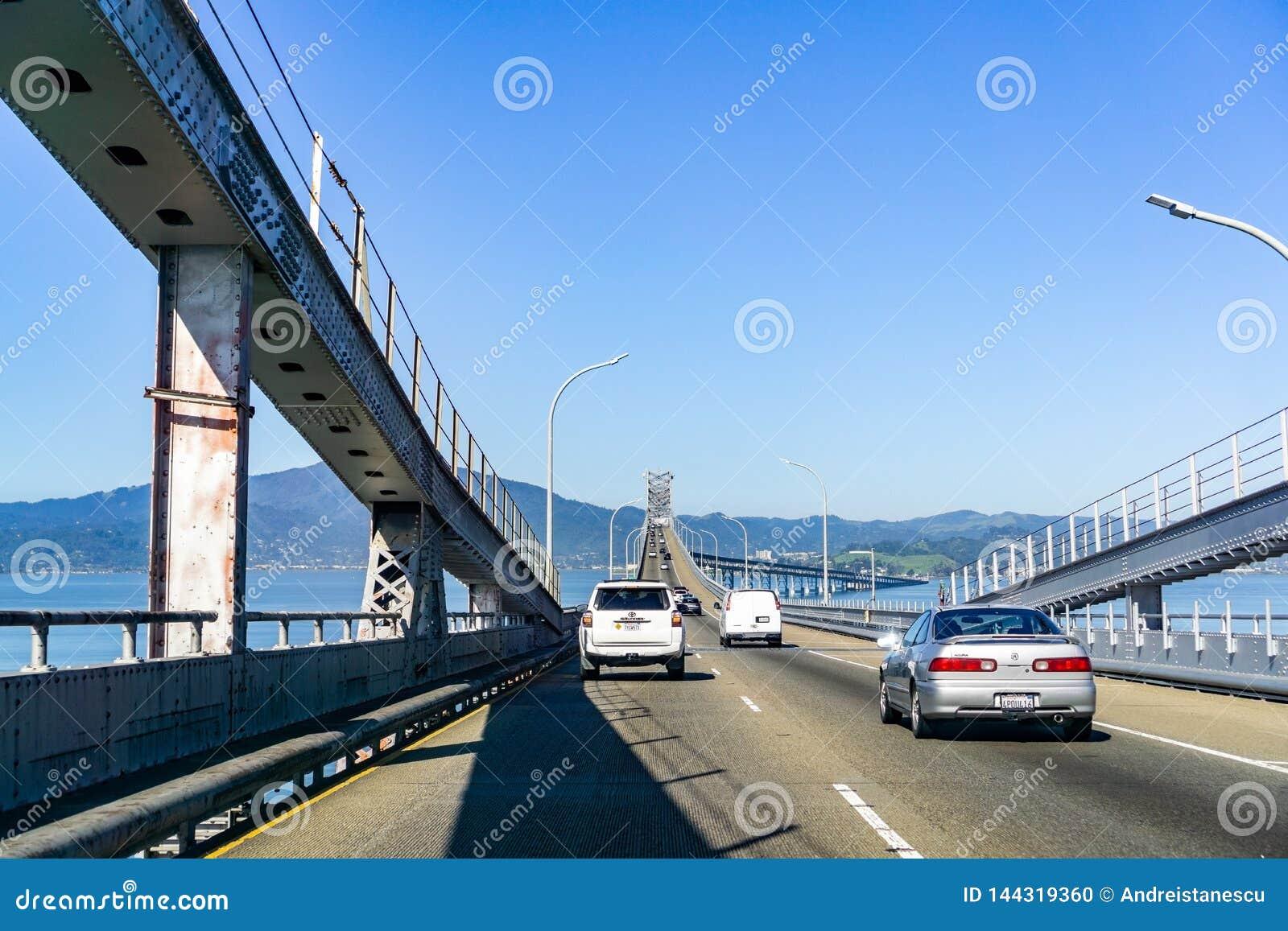 31 de marzo de 2019 Richmond/CA/los E.E.U.U. - conduciendo en el puente Juan F de Richmond - de San Rafael Puente conmemorativo d