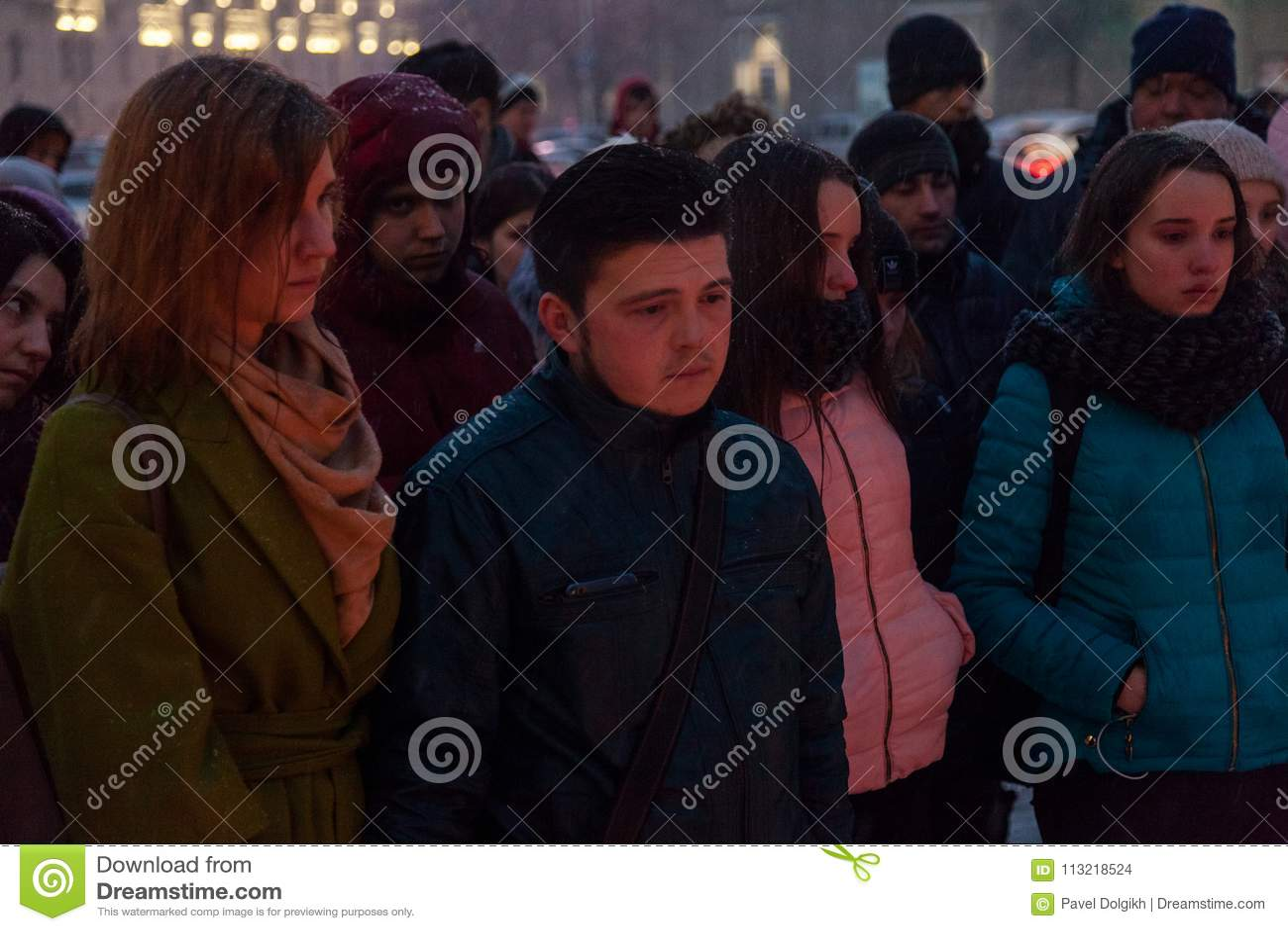 27 de marzo de 2018, RUSIA, VORONEZH: La acción de conmemorar a las víctimas del fuego en el centro comercial en Kemerovo