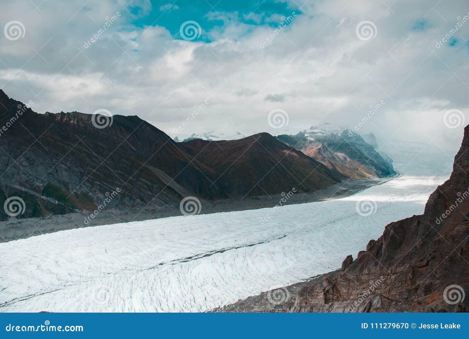 De massieve wortelgletsjer die neer naar Kennecott van Vorstelijk Onderstel gieten