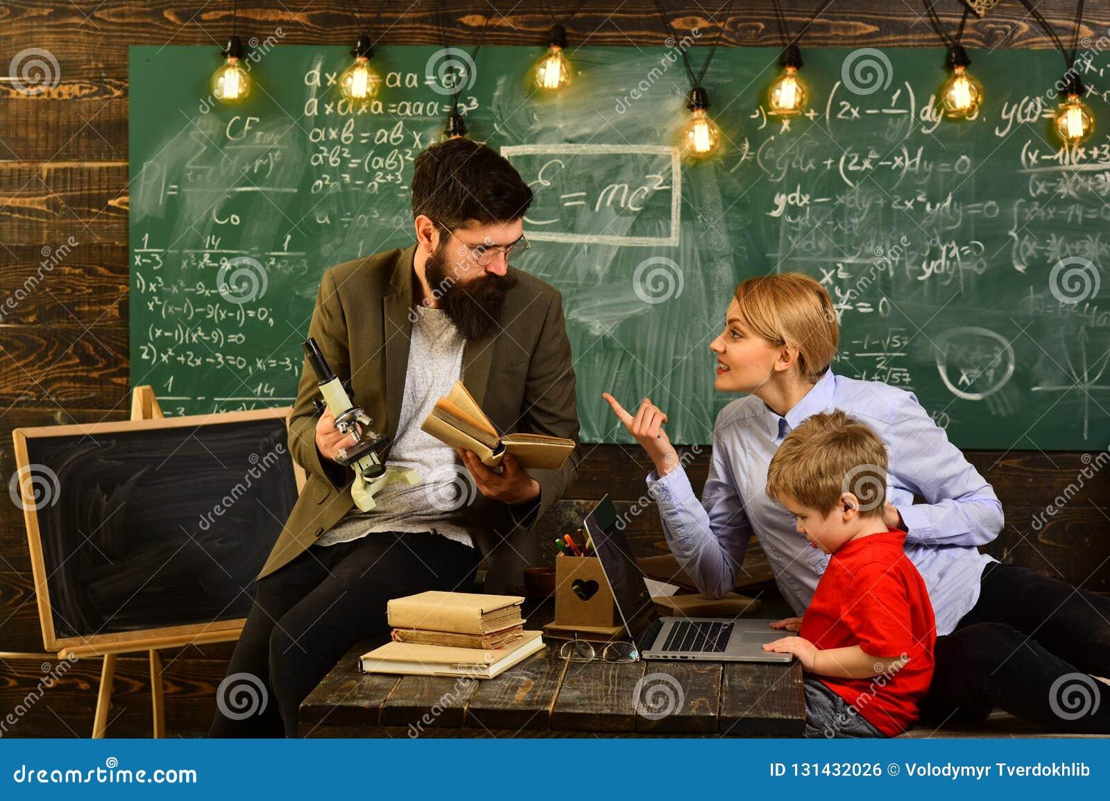 De mededeling van de workshoptechnologie voor onderwijszaken, Charismatische leraren is greateverybody liefdes hen, Privé-leraar