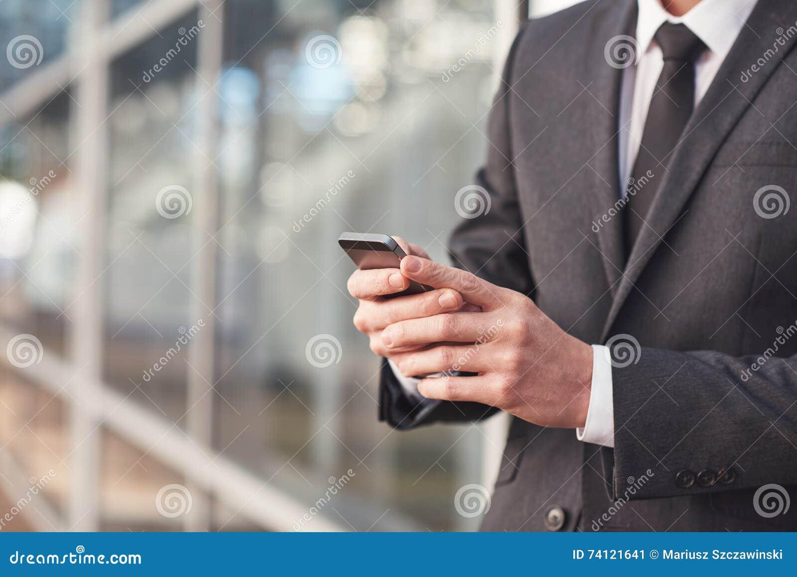De mededeling is zeer belangrijk in moderne zaken
