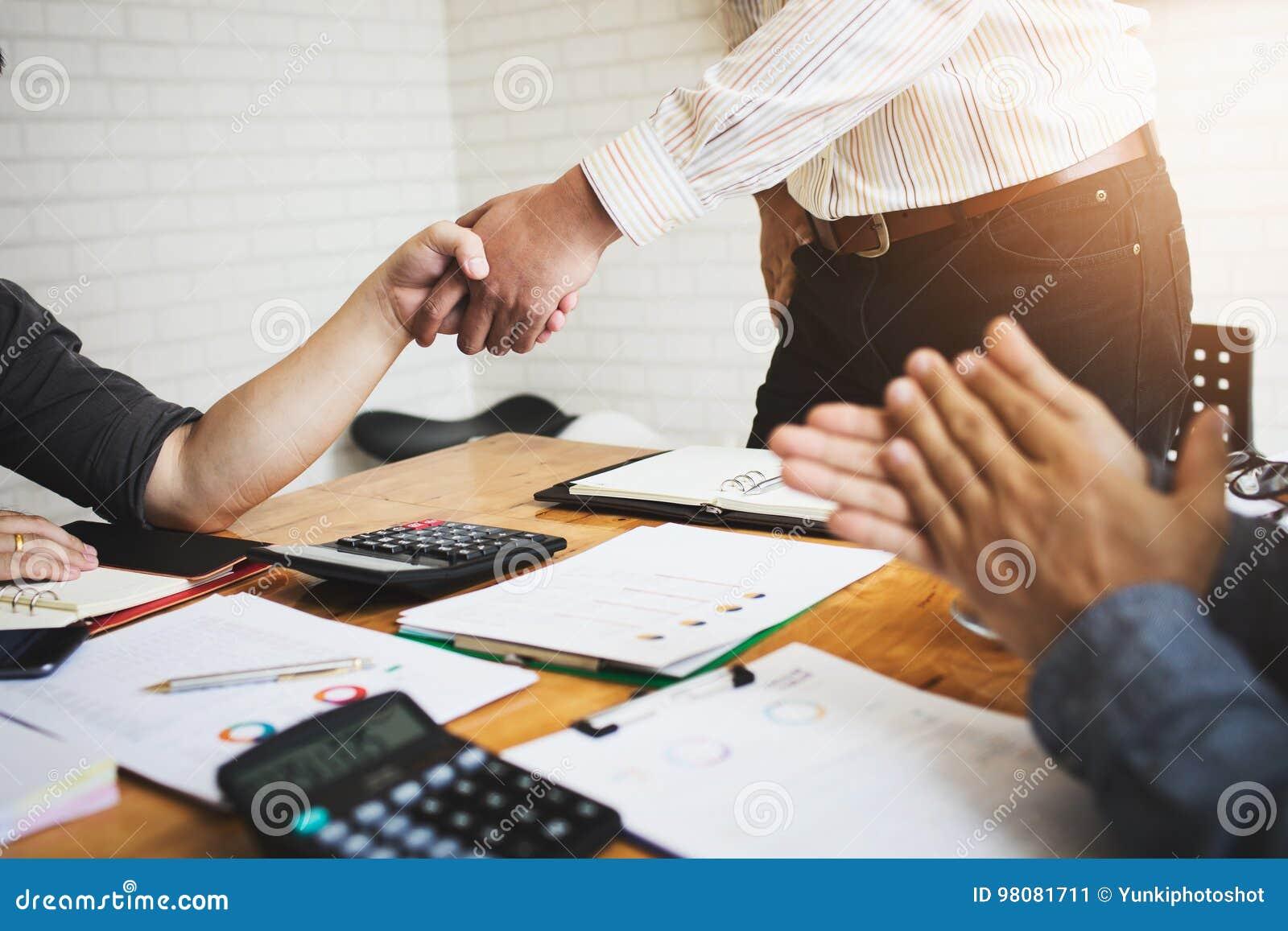 De medewerkers zijn adviseurs op bedrijfsdocumenten, belasting, transacties