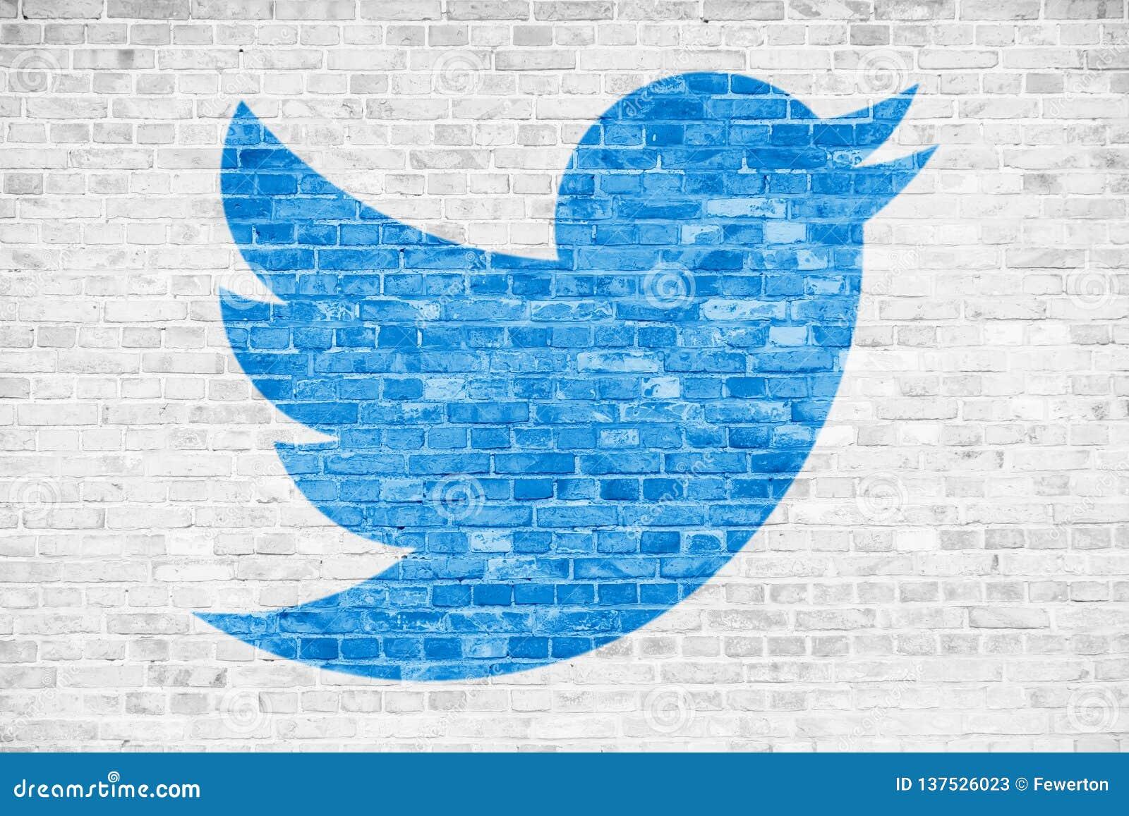 De media van Twitter schilderde het sociale blauwe het embleemsymbool van het vogelteken in minimalistisch ontwerp over witte bak