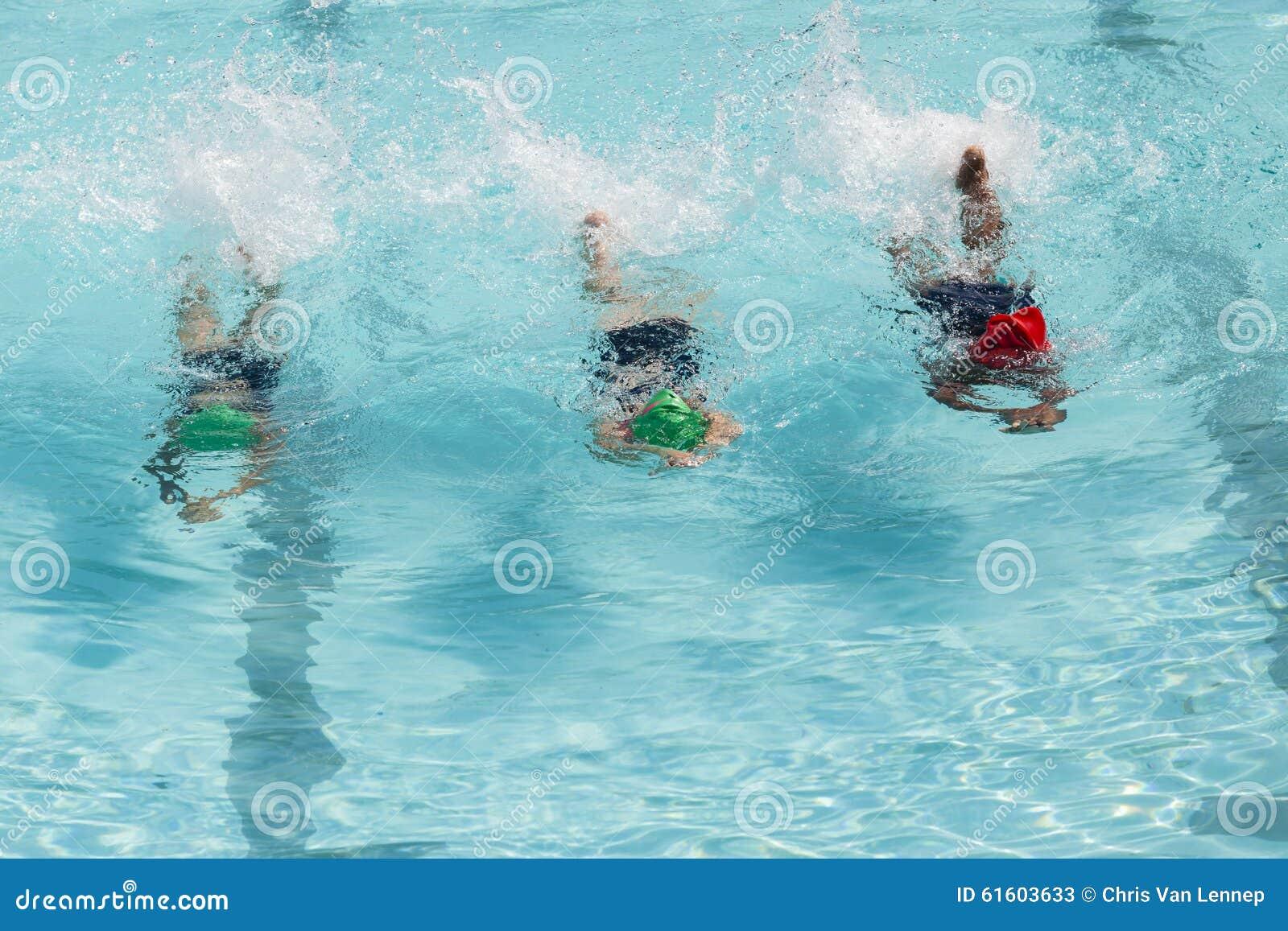 432c49496fac2e De meisjes zwemmen Lessen stock afbeelding. Afbeelding bestaande uit ...