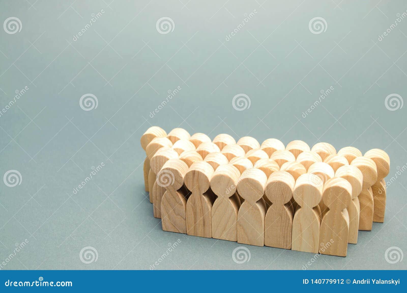 De menigte van houten cijfers van mensen Concept commercieel team Arbeidscollective groepswerk werknemers Menselijk middelbeheer