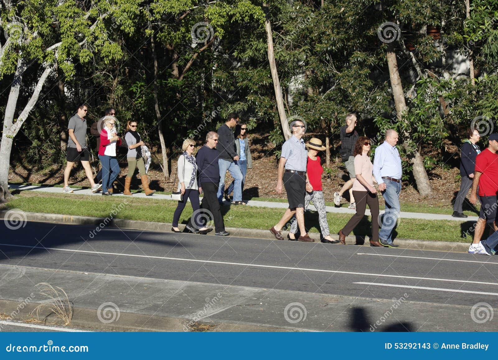 De Menigte verzamelt zich voor Anzac Day Service