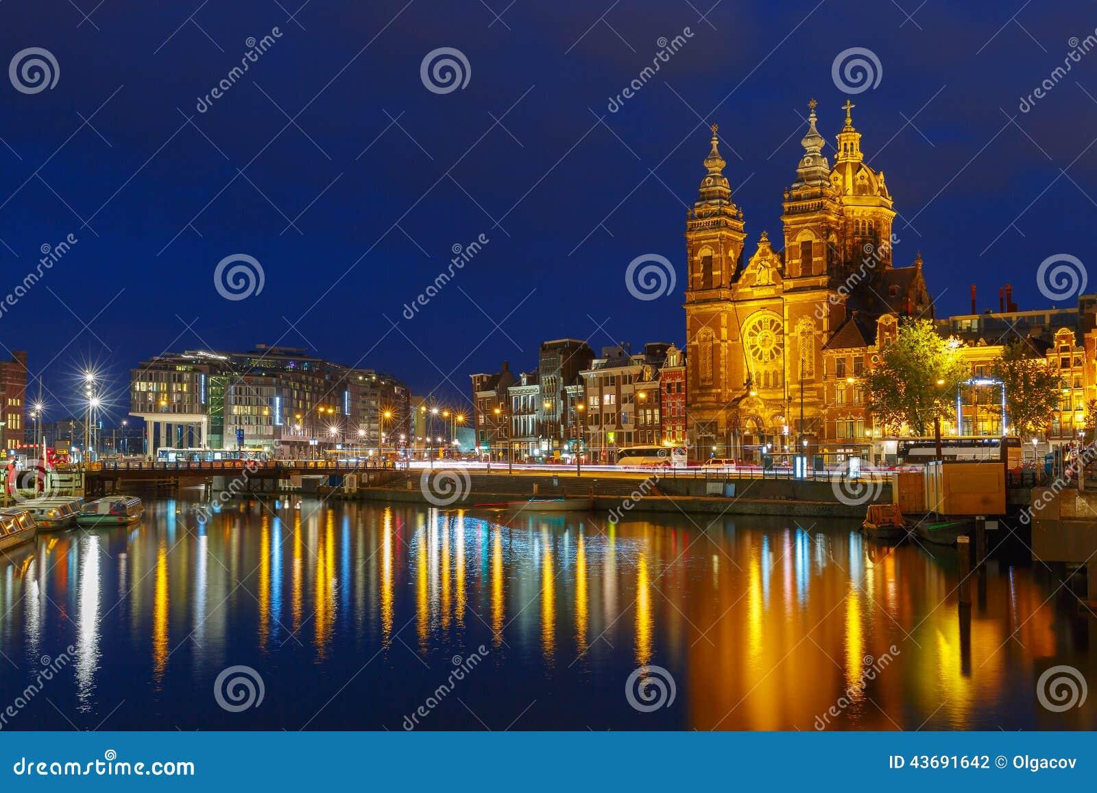 De mening van de nachtstad van Basiliek van Sinterklaas