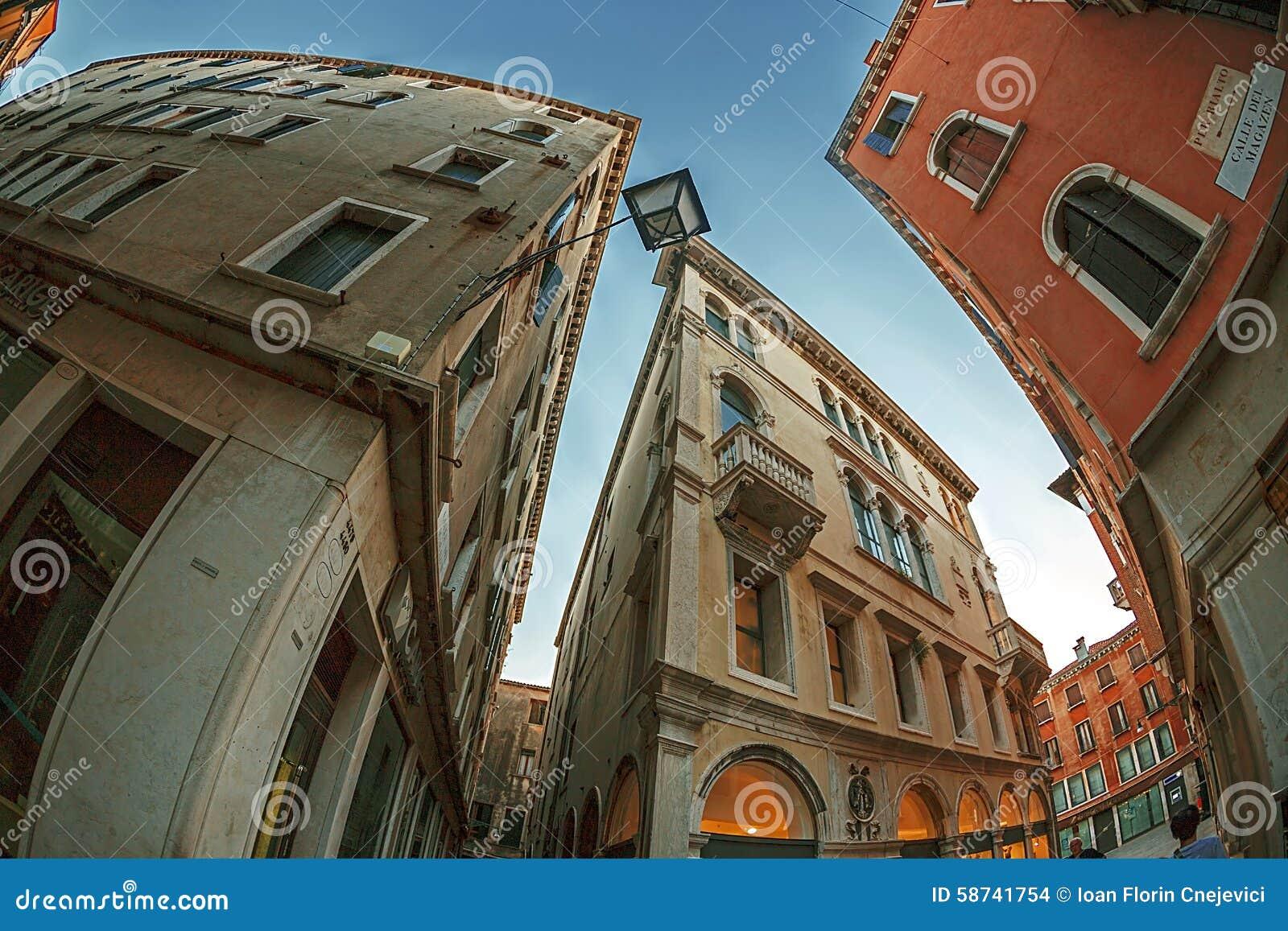 De mening van het vissenoog bij straten in Venetië, Italië
