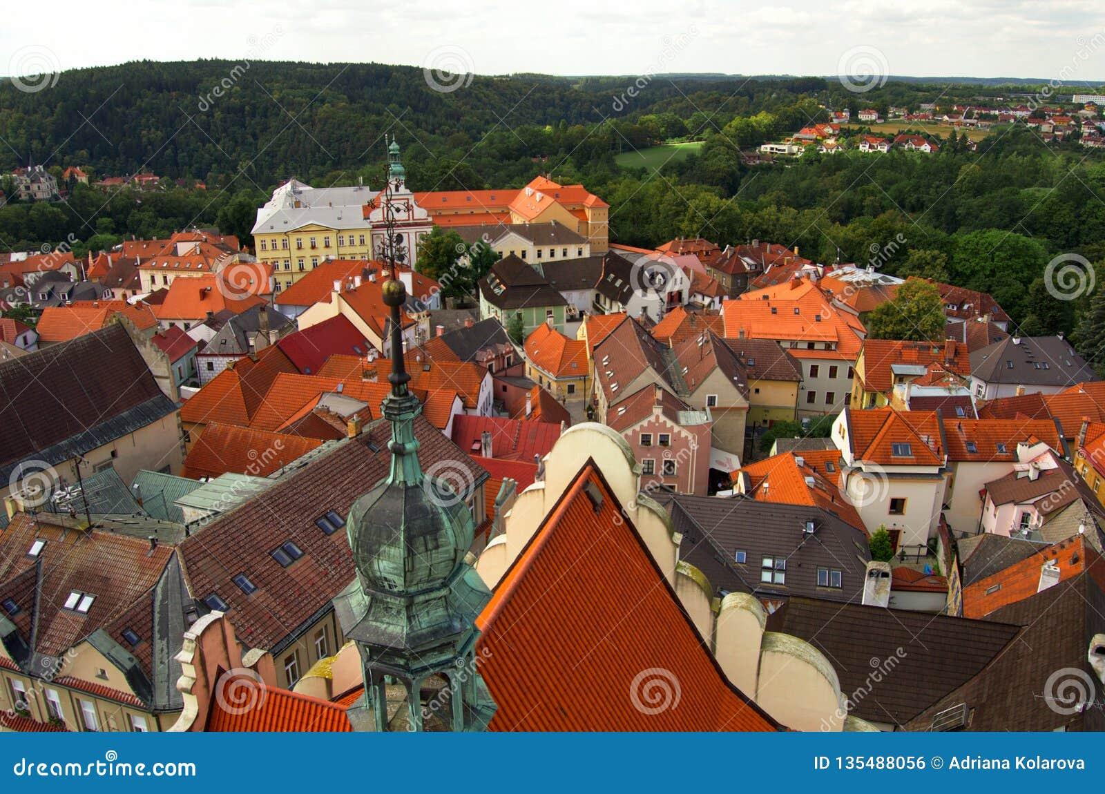 De mening van Nice van de toren in centrum van Tabor, Tsjechische Republiek, Augustus