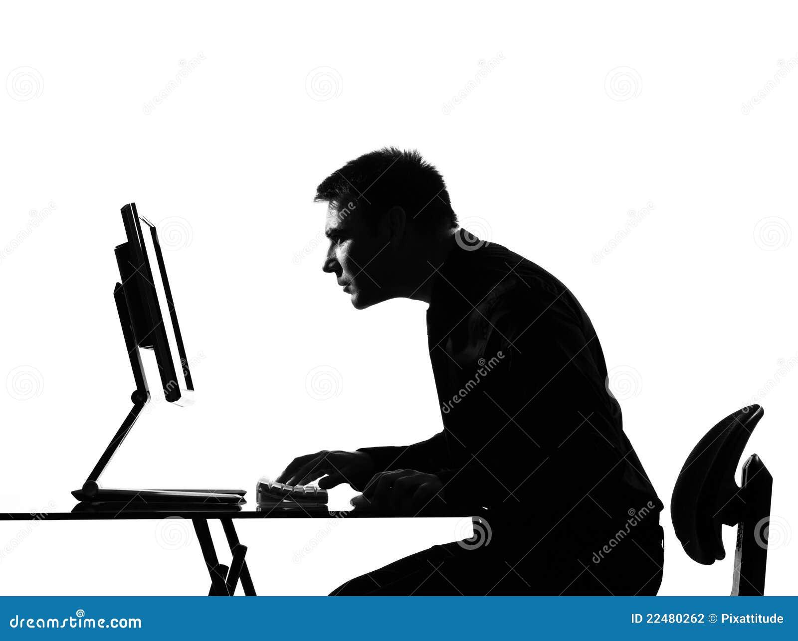 De mens van het silhouet gegevensverwerking die bij monir staart