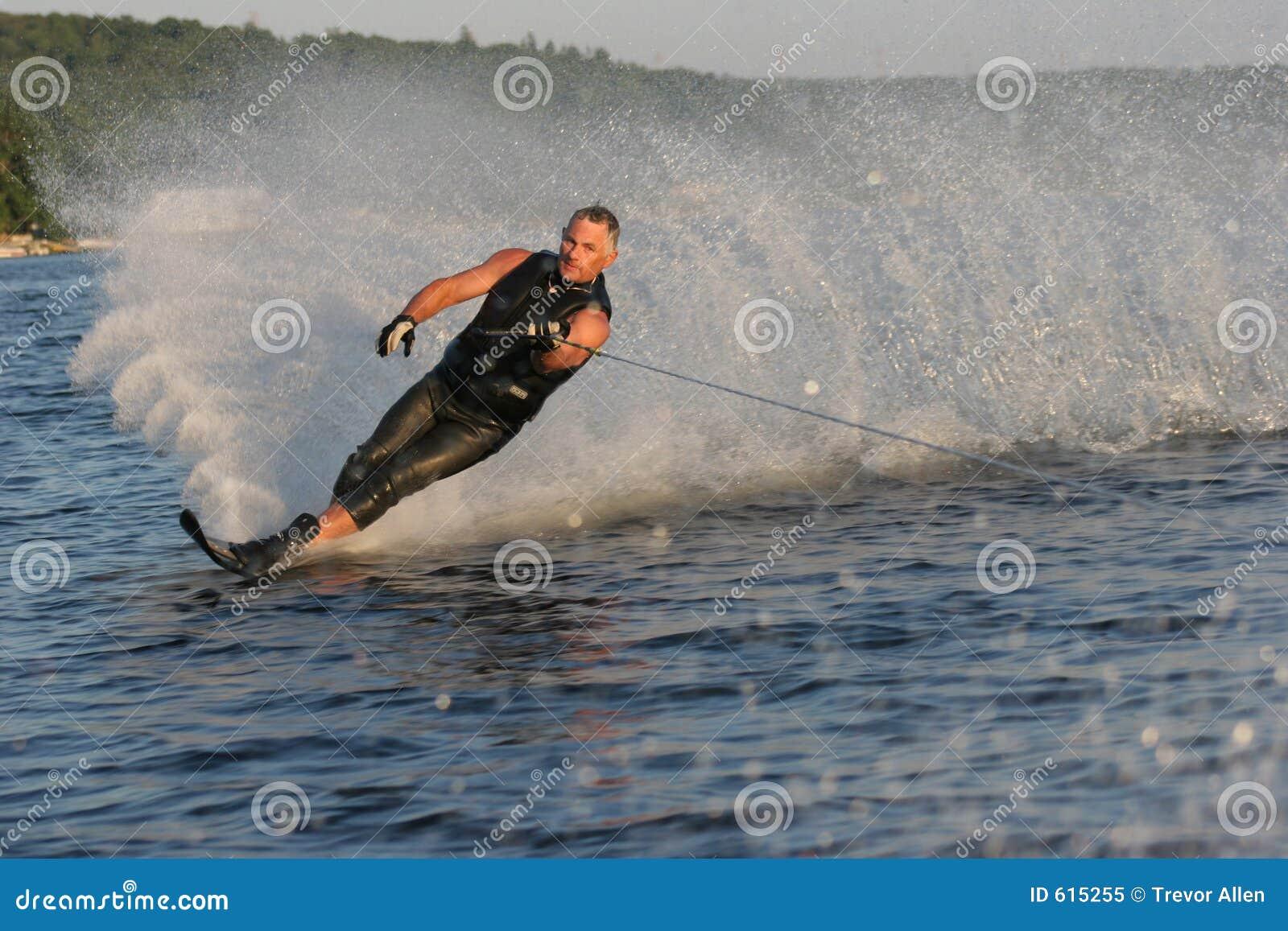 De Mens van het waterskiën