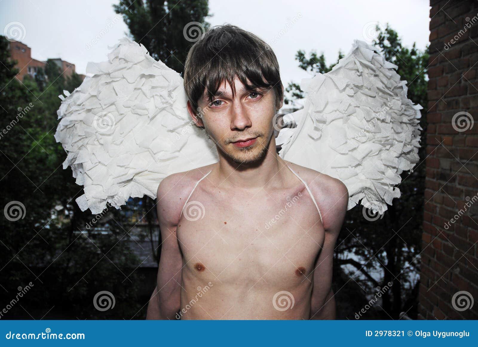 De mens van Yung met vleugels 2