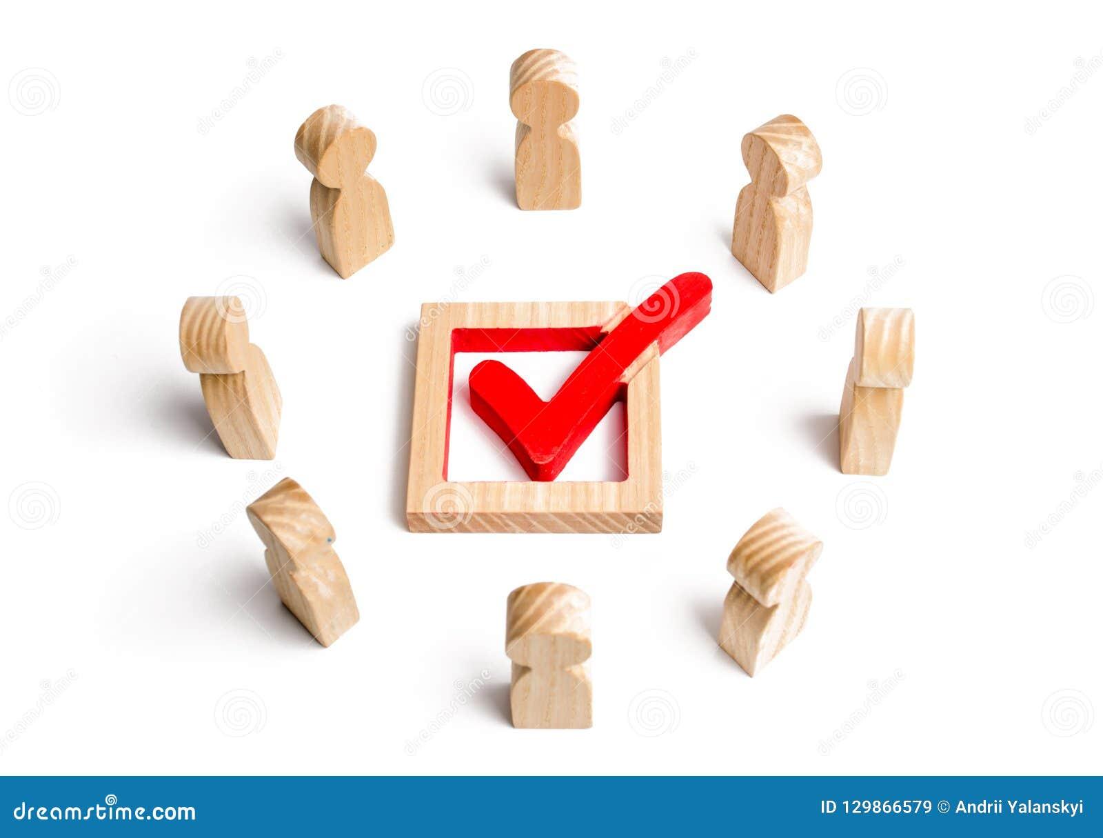 De mensen bevinden zich in een cirkel en bekijken het vinkje in de doos verkiezing, opiniepeiling of referendum De kiezers nemen