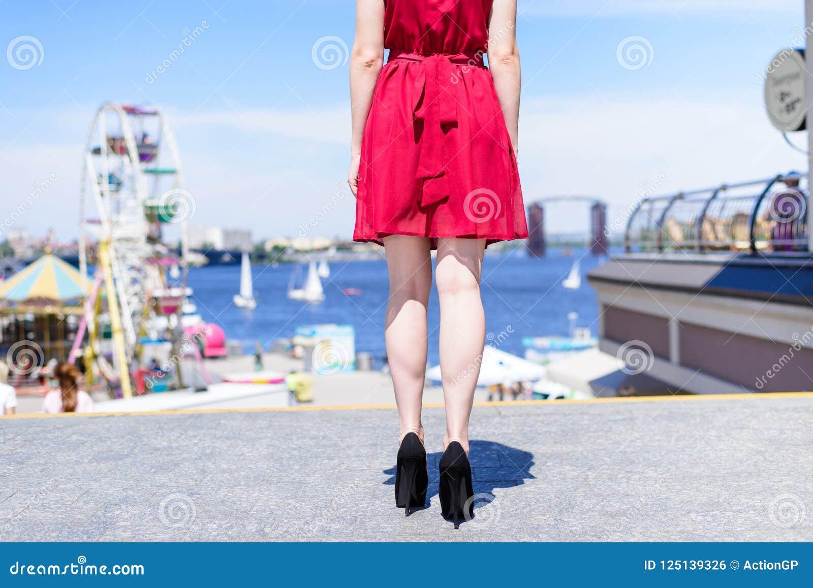 De mensen pauzeren van het het leersuède van de levensstijlgraduatie de elegante mede schoenen