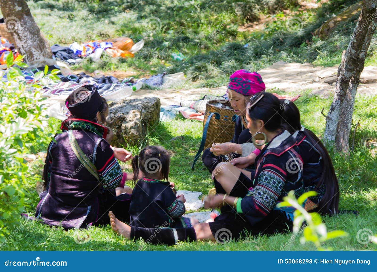 De mensen van de Hmongminderheid in een familie