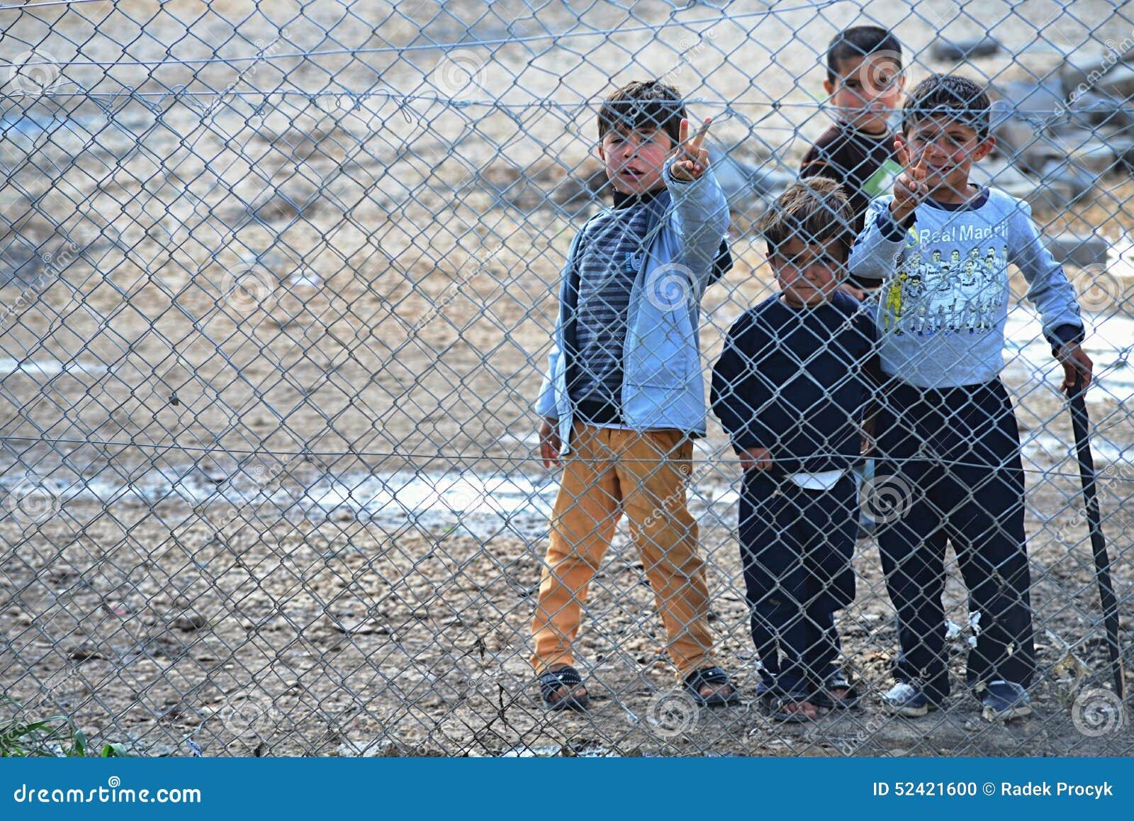 De mensen in vluchteling kamperen