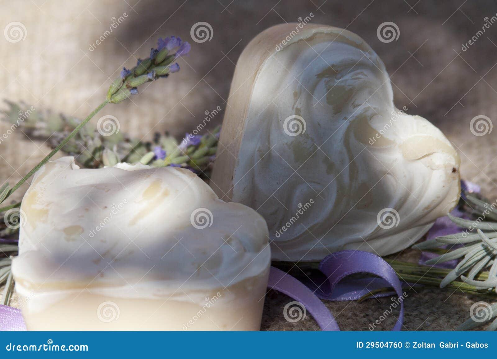 De met de hand gemaakte zeep van de lavendel