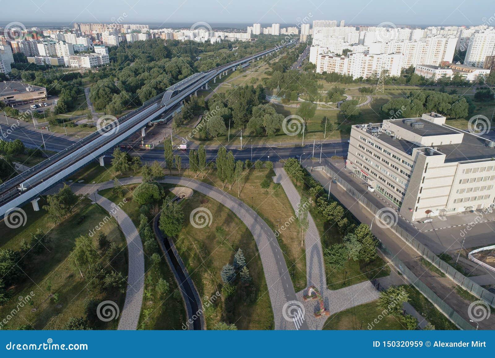 De metropost Ulitsa Gorchakova en Butovo-het park van de vogels nemen, Moskou, Rusland waar