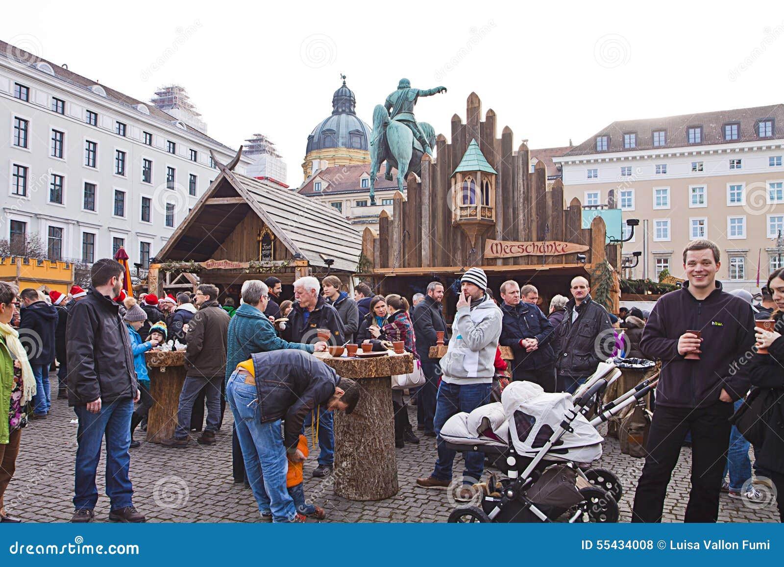 de middeleeuwse markt van kerstmis m nchen duitsland redactionele stock foto afbeelding 55434008. Black Bedroom Furniture Sets. Home Design Ideas