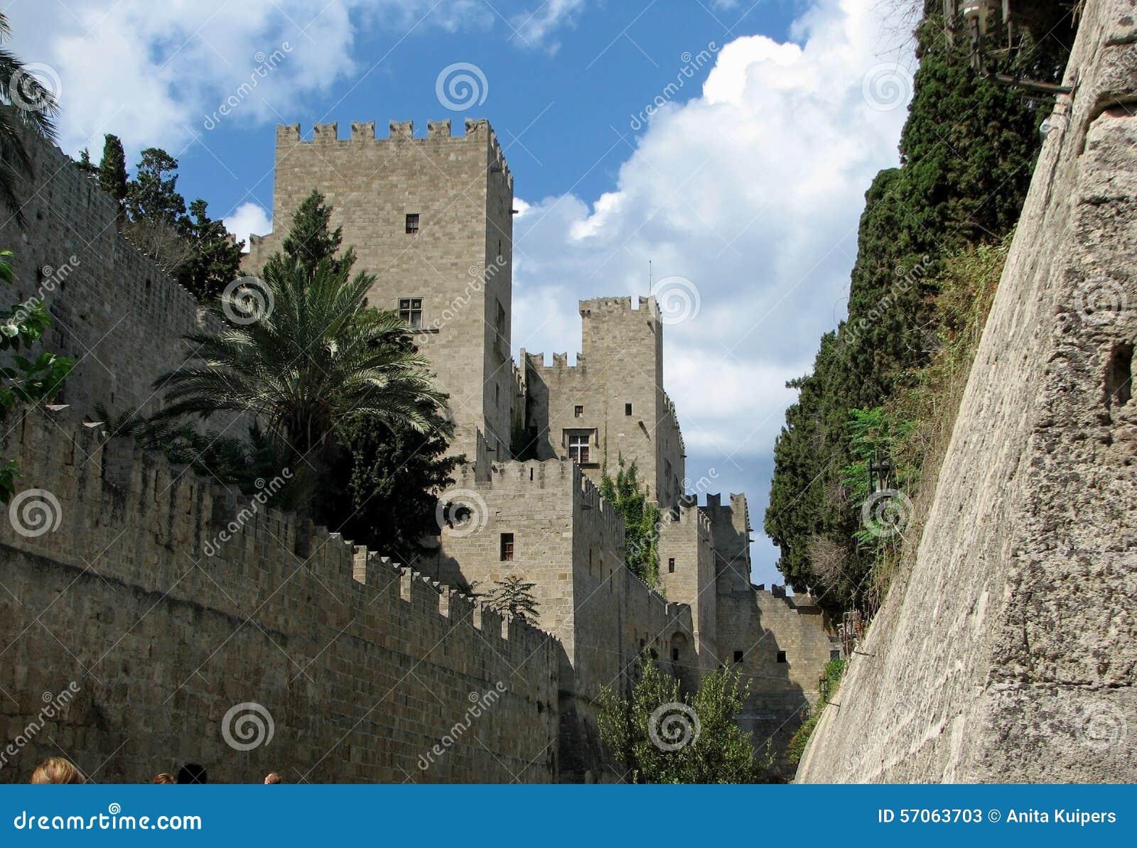 De middeleeuwse stad van de stadsmuur van Rhodos