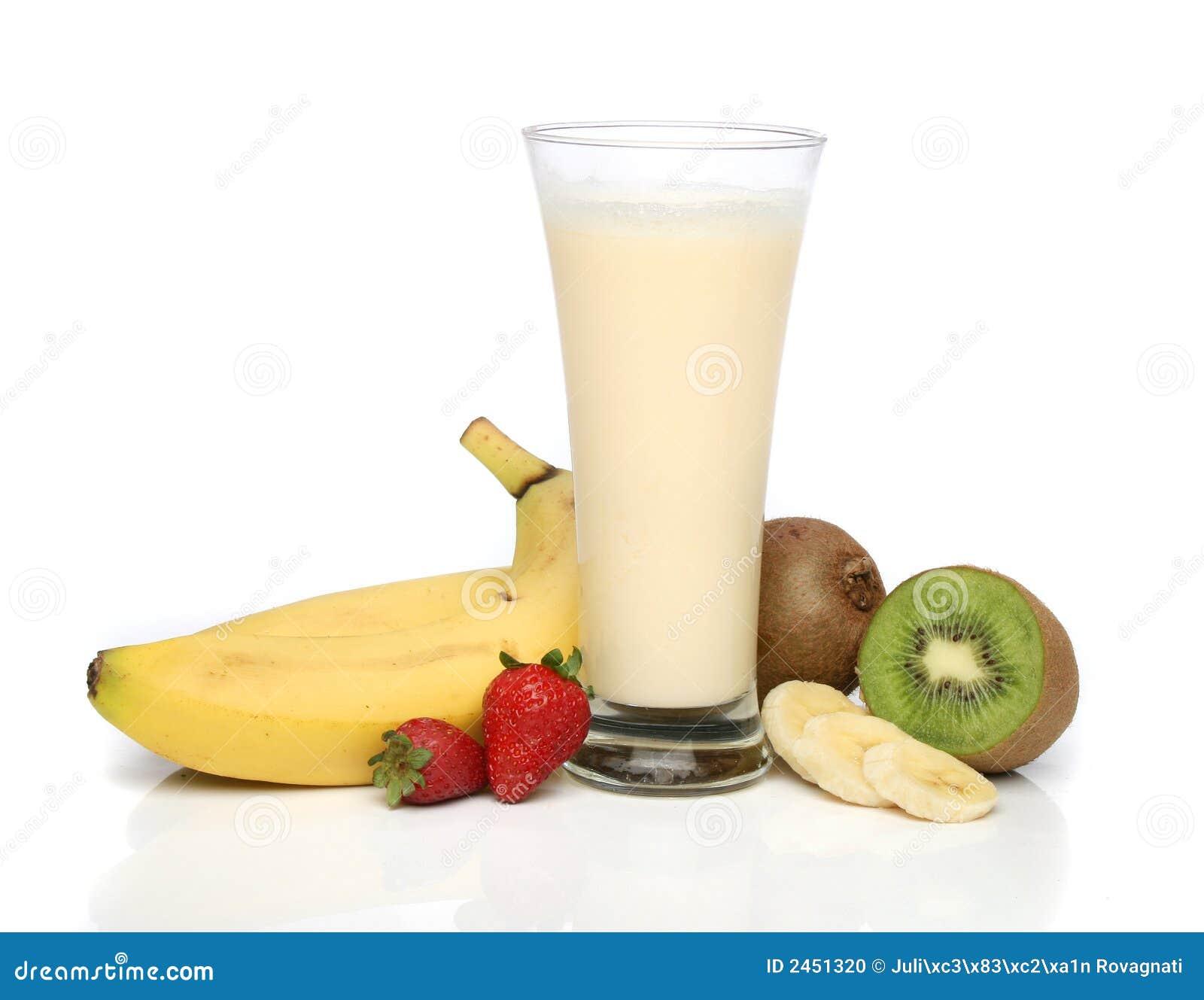 De milkshake van de banaan met vruchten