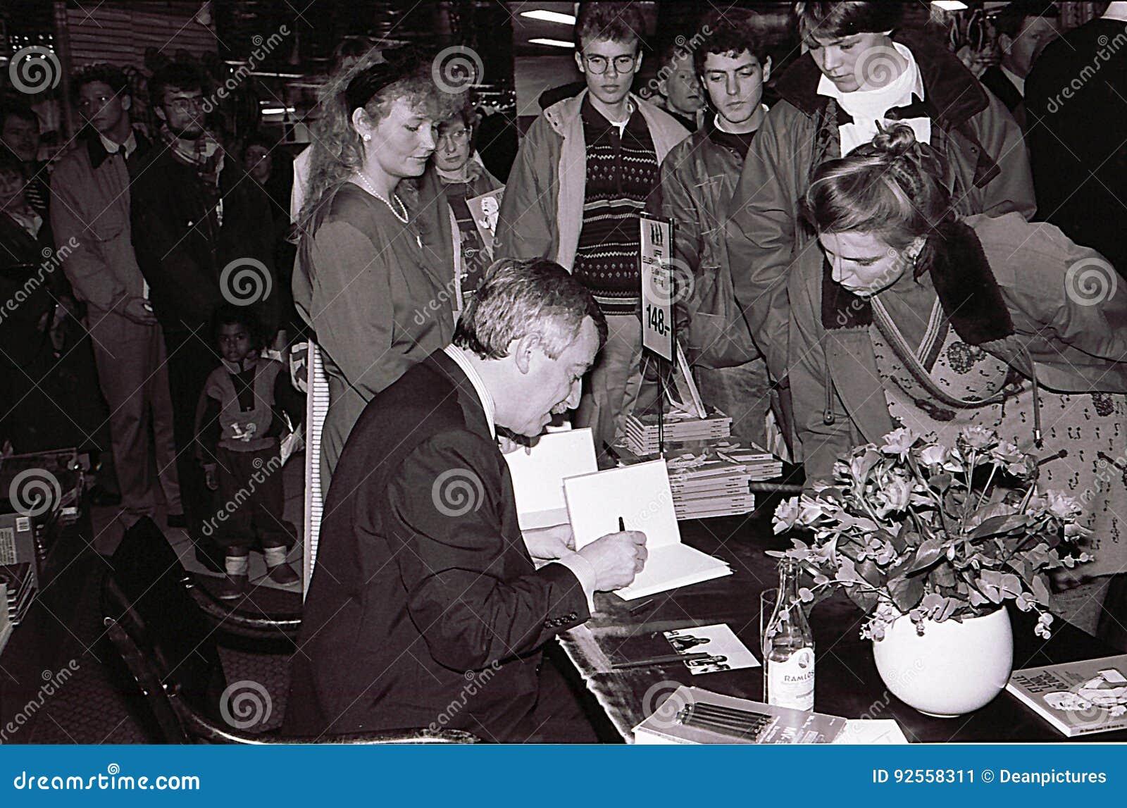 DE MINISTER VAN BUITENLANDSE ZAKEN 1982-1993 UFFE ELLEMANN JENSEN VAN DENEMARKEN ` S