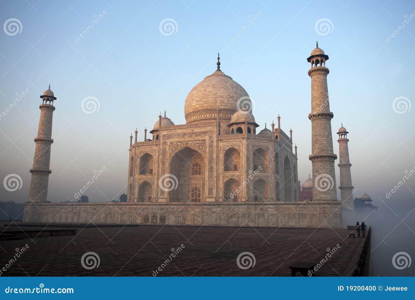 De mist van de ochtend in Taj Mahal, Agra, India