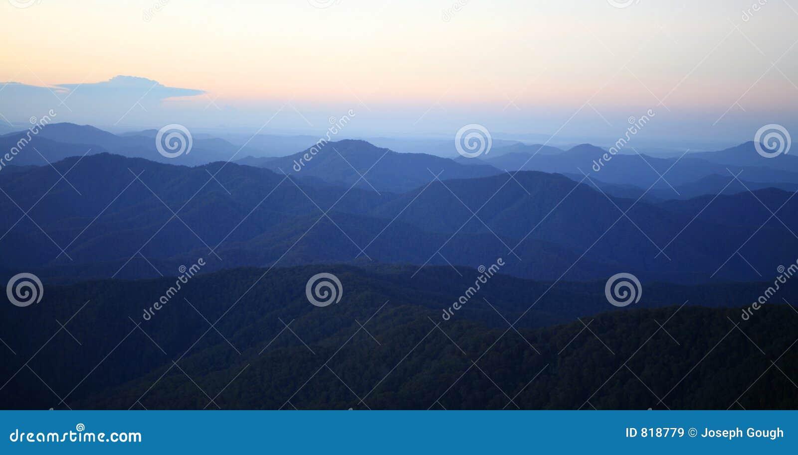 De Mist van de Ochtend van de berg