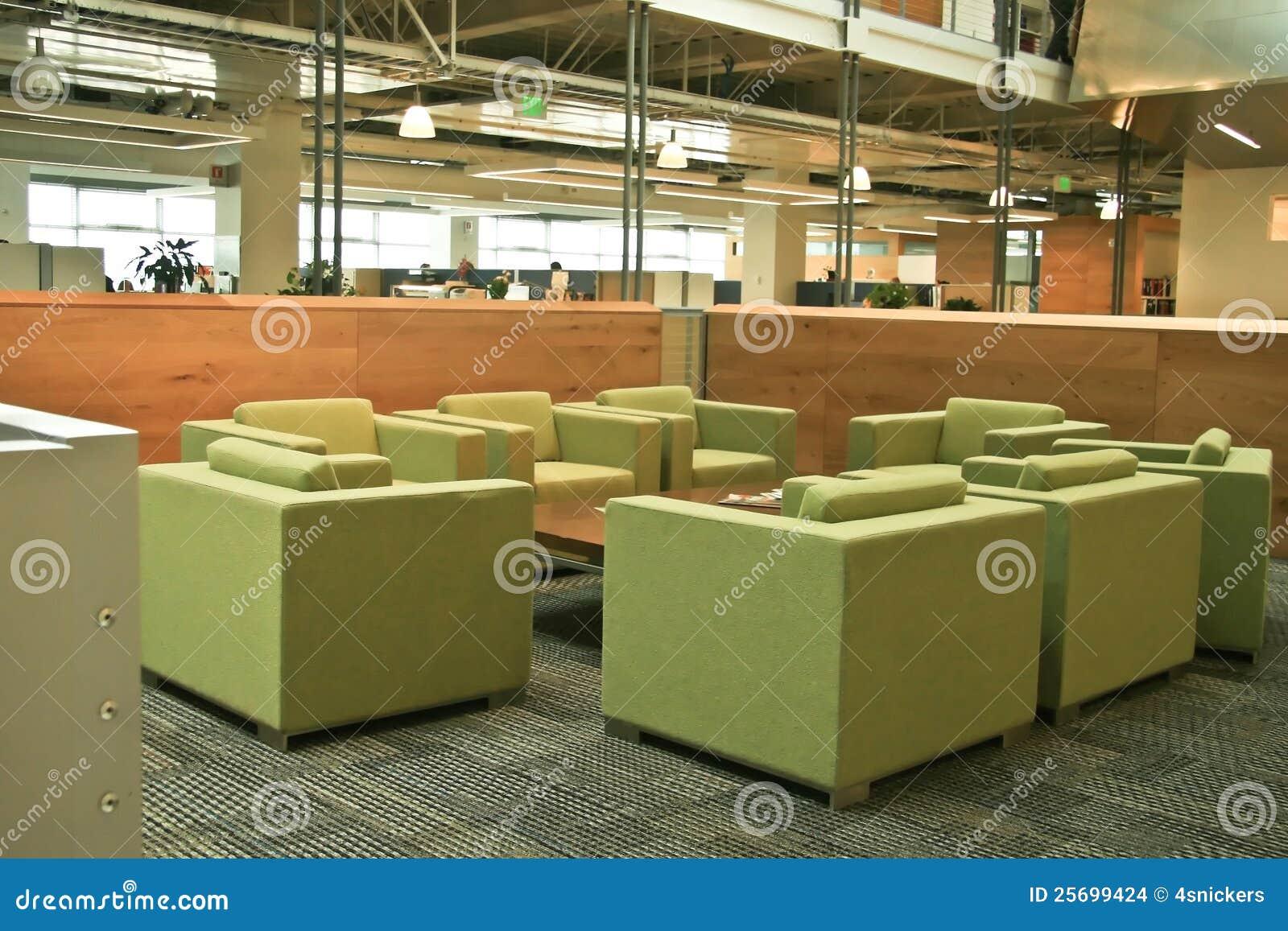 De moderne groene stoelen van het bureau stock foto afbeelding