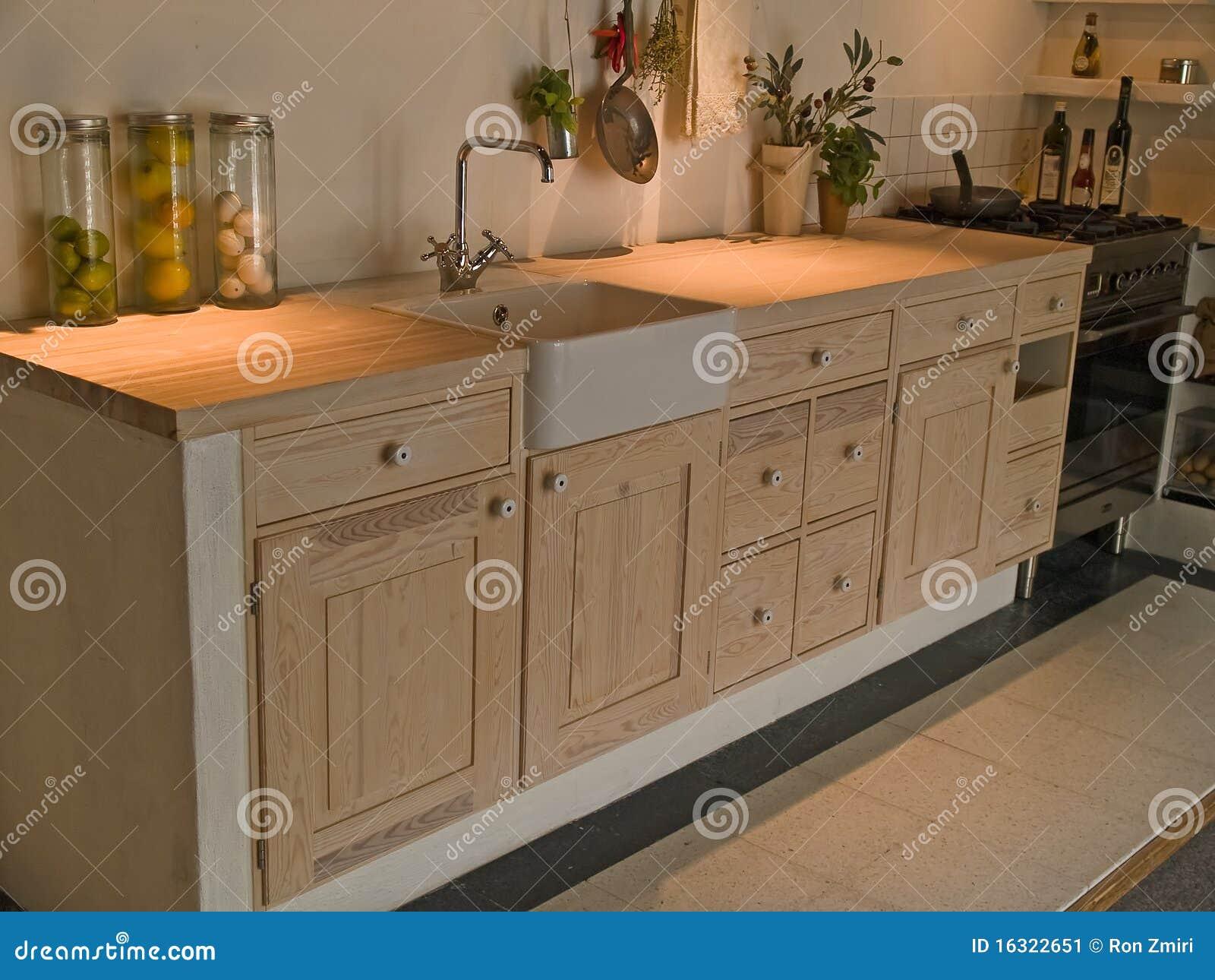 De moderne neo klassieke keuken van het ontwerp houten land stock afbeelding afbeelding 16322651 - De klassieke keuken ...