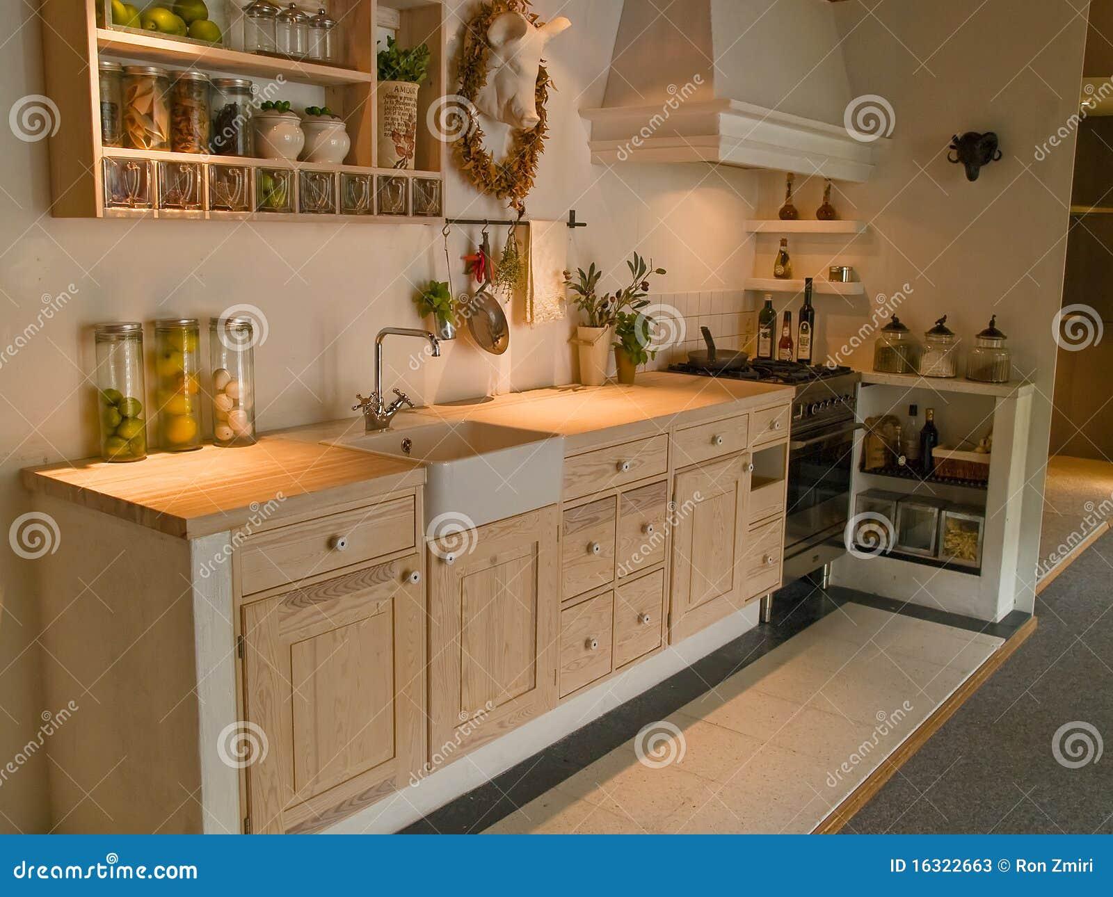 De moderne neo klassieke keuken van het ontwerp houten land stock ...