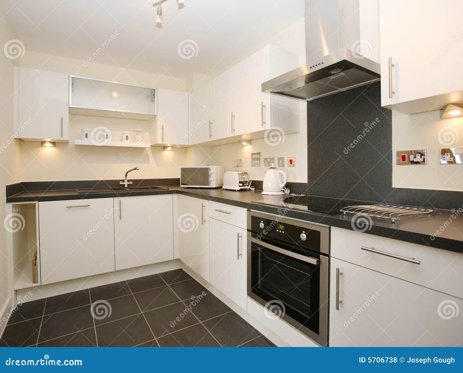 De Moderne Witte Keuken Van De Luxe Royalty vrije Stock Foto u0026#39;s   Afbeelding  5706738