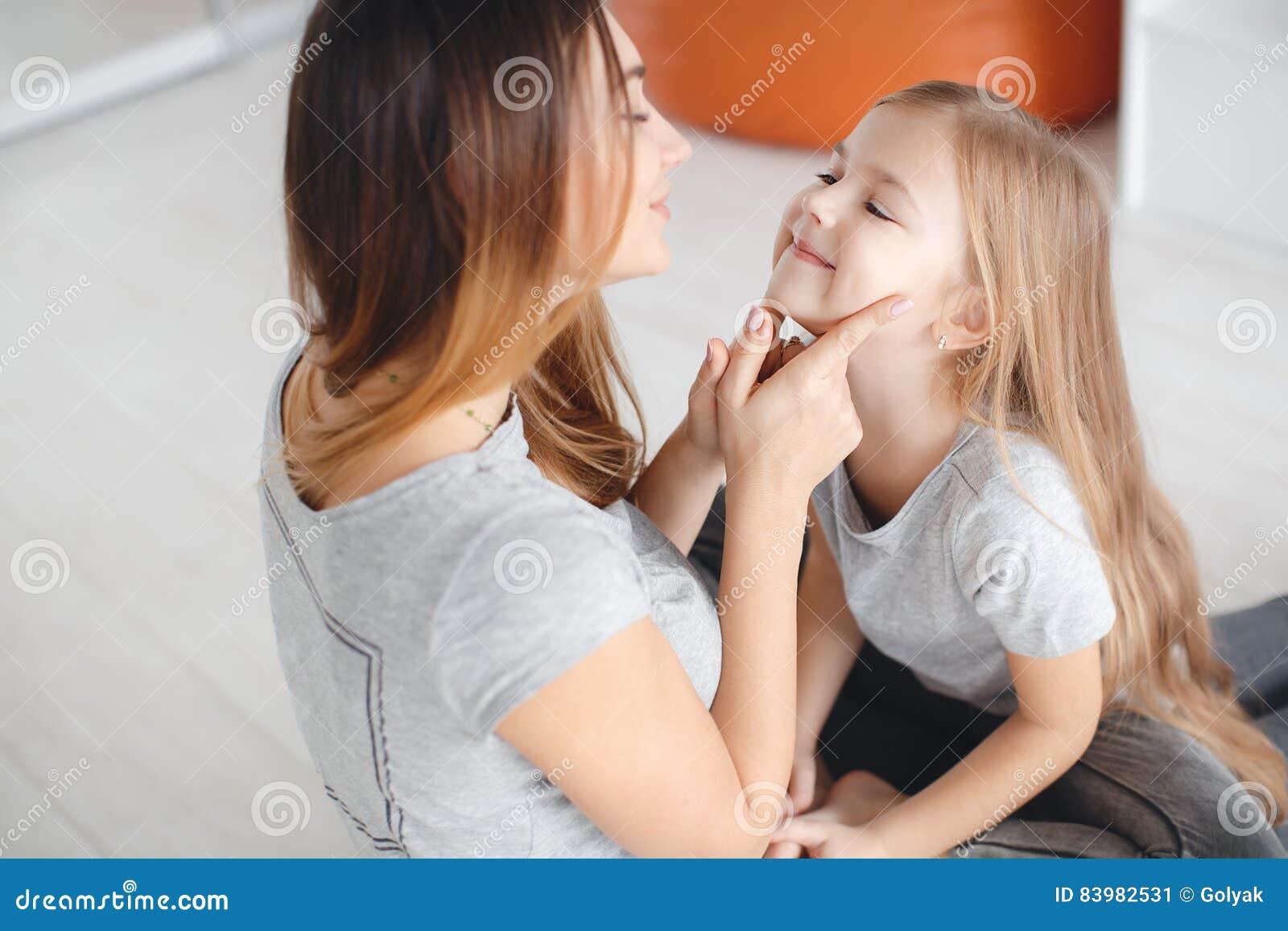 moeder dochter uit elkaar