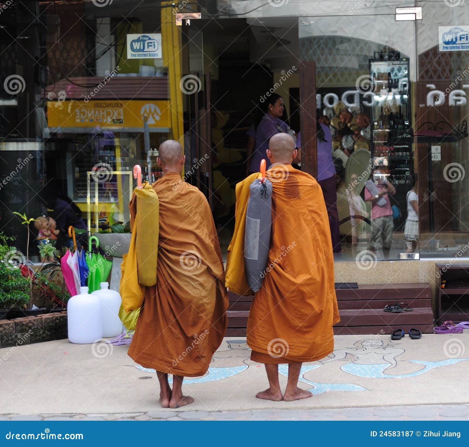 De monniken verzamelen vrome aalmoes