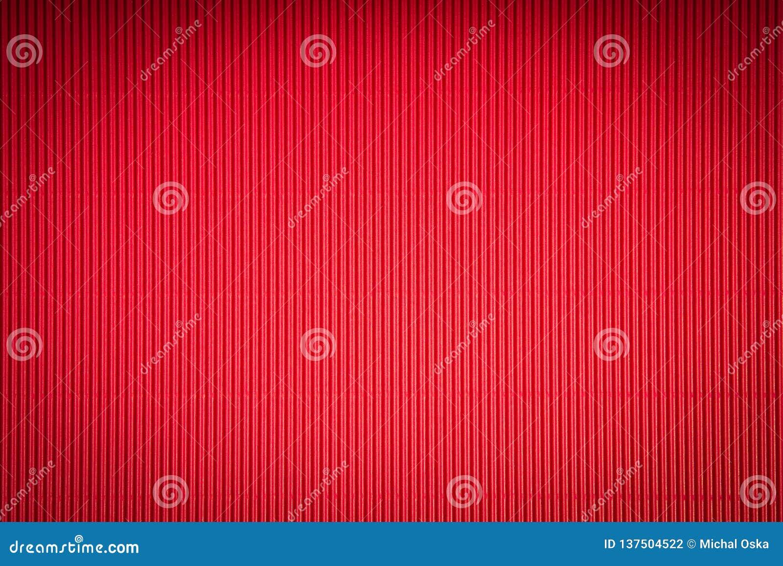 De mooie achtergrond van de Valentijnskaartendag met rood geribbeld document