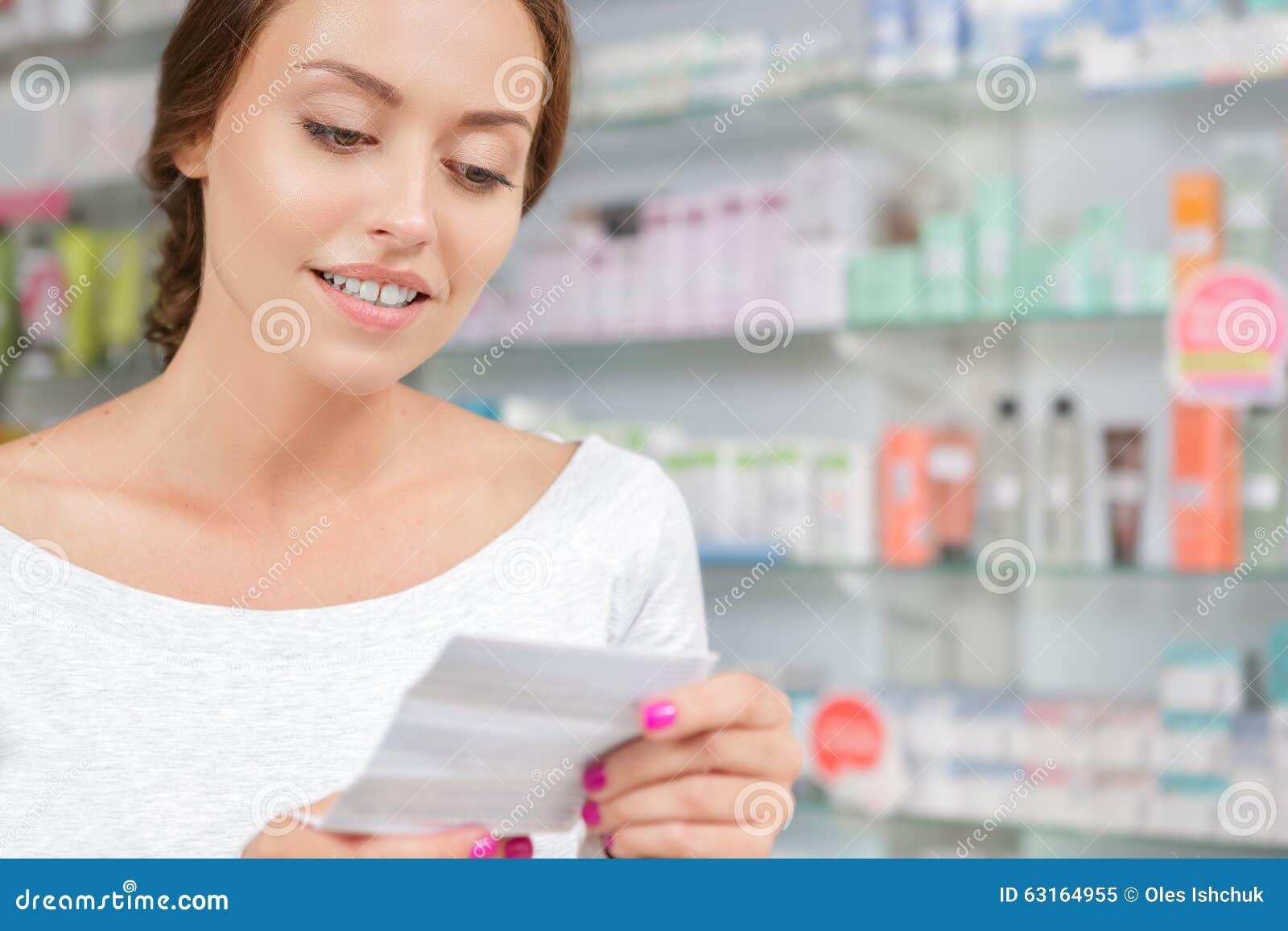 De mooie instructies van de meisjeslezing aan de geneeskunde